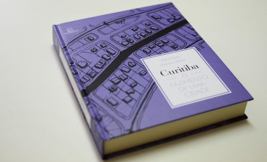 Transformação urbana de Curitiba contada em livro